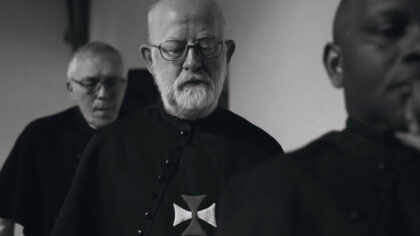 Openhartige verhalen van kloosterlingen in de documentaire 'CELIBAAT'.
