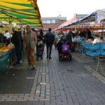 Op de gezellige zaterdagmarkt in het centrum van Helmond kun je terecht voor de dagelijkse en wekelijkse boodschappen.