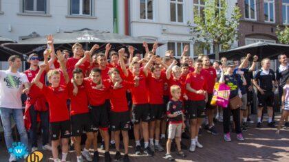 Meet en greet met Helmond Sport in centrum Helmond trekt veel belangstelling!