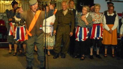 """Woensdag 18 september de Bevrijdingsrevue door Stichting """"De Aarlese Revue"""""""