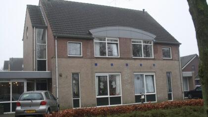 Kinderen van B.S. De Stroom verrassen de ouderen in Brouwhuis…