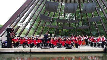 Helmonds Muziek Corps serenadedag in hartje Helmond