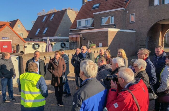 College en raadsleden bezoeken de Binnenstad-Oost.