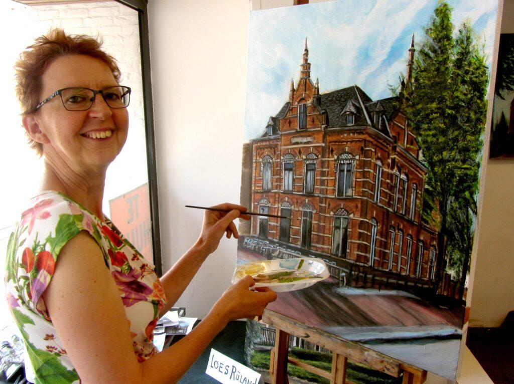 Op de schilderijen gemaakt door Loes Rüland worden ook panden in beeld gebracht die in Helmond tot op heden nog behouden zijn gebleven (Foto Cofoto, Mario Coolen).