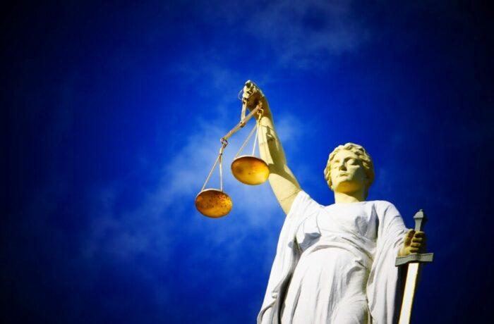 Mening en moraal worden gedaagd in theatrale rechtbank