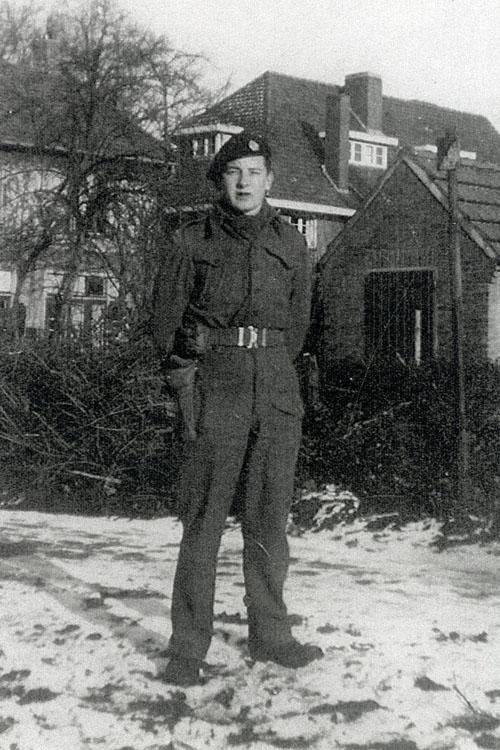 Ken Robinson verbleef tijdens de 2e W.O. ook bij Helmondse burgers op een adres in de Oranjebuurt. Deze foto werd gemaakt in de Emmastraat in december 1944.