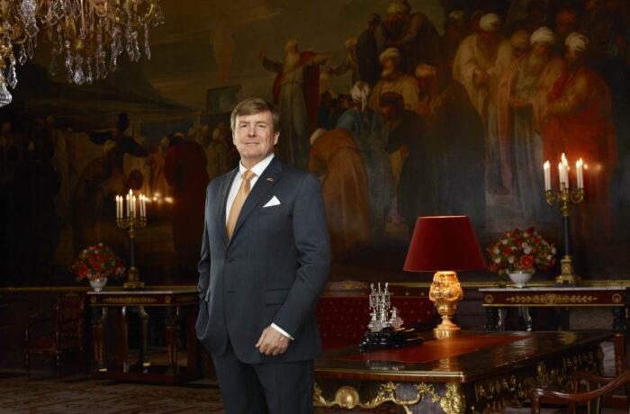 Koning en staatssecretaris Van Ark op werkbezoek in Helmond in het kader van veiligheidsbeleid en veiligheidscultuur