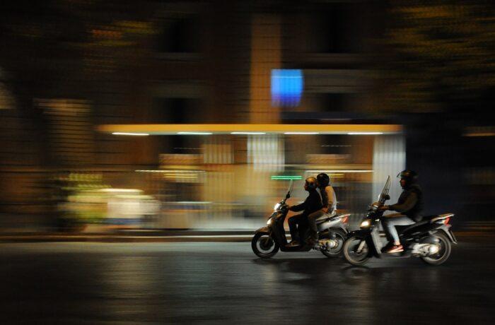 Twee personen gewond na val van scooter in Helmond