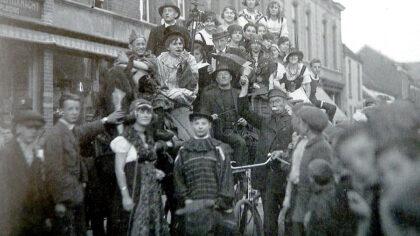 """Jan de Belleman als stadsomroeper in """"Zo waar ut vruuger"""""""