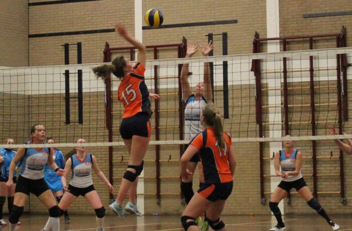 Polaris volleyballers stomen door