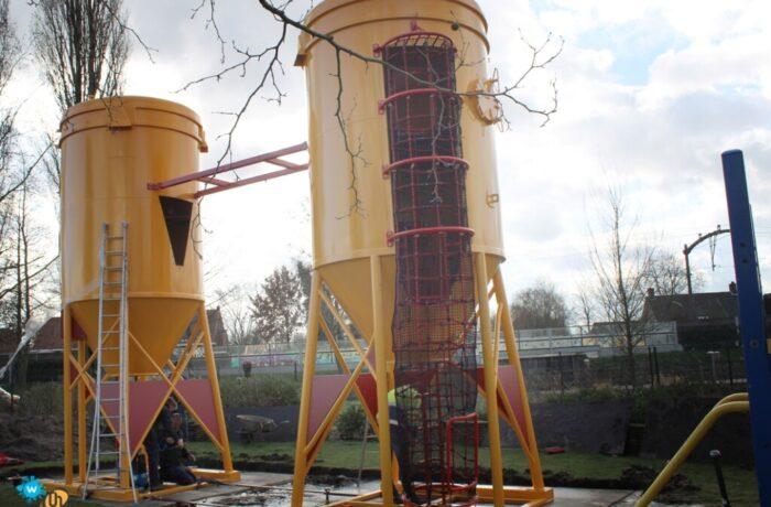 Speeltuin Helmond-west trakteert jeugd op nieuw toestel