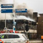 Dikke rookwolken boven Helmond door brand oud Edah museum