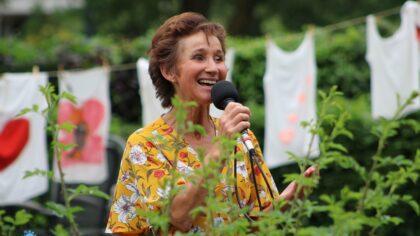 Marie Christien verrast bewoners Rivierenhof met optreden