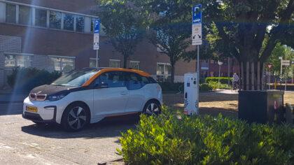 Gemeente Helmond plaatst 50 laadpalen elektrische auto's