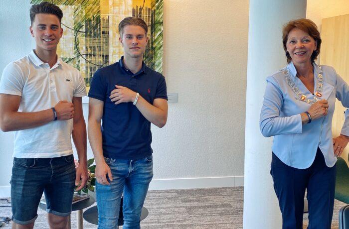 Burgemeester Blanksma omarmt initiatief Helmondse broers