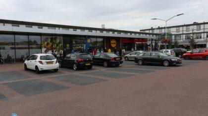Heropening supermarkt in winkelcentrum Straakven