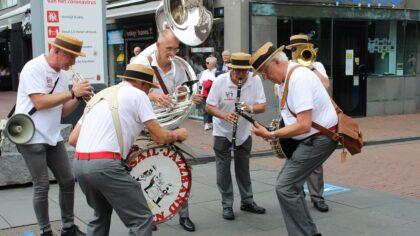 Jazzbands brengen leven in de brouwerij