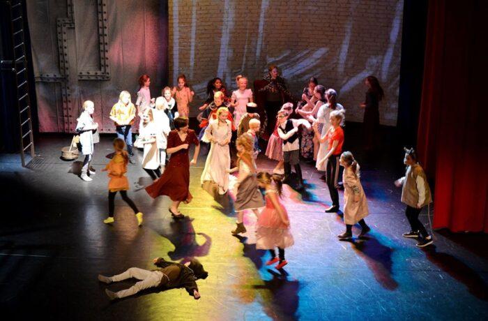 Kom in het Annatheater Helmond in de spotlights staan.