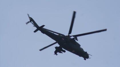 Defensie-oefening met Apache gevechtshelikopters