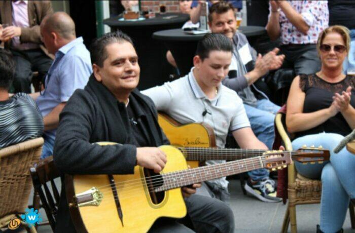 Gitarist-virtuoos Jimmy Rosenberg bij café Tante Dientje