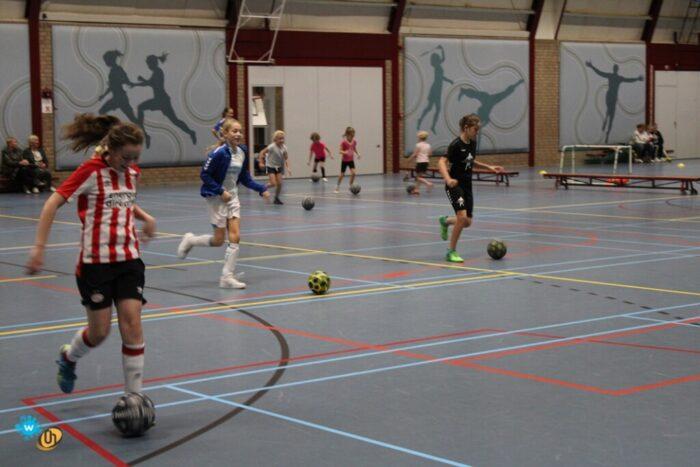 Meidenvoetbal instuif voor Meiden uit groep 1 t/m 8 van Helmondse basisscholen
