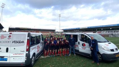 Jeugd Academy van Helmond Sport in stijl naar uitwedstrijden