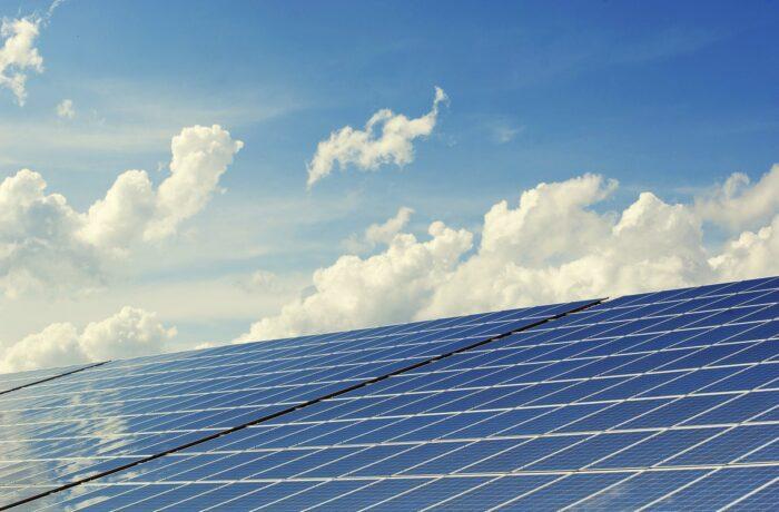 Zoveel mogelijk zonnepanelen op nieuwe bedrijfsgebouwen