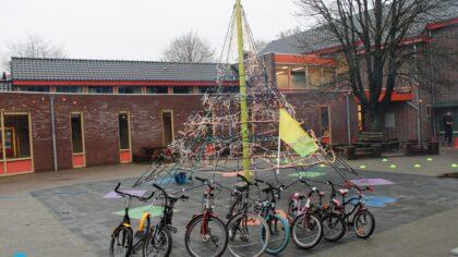 Onderwijsinstituut De Hilt krijgt fietsen voor de leerlingen