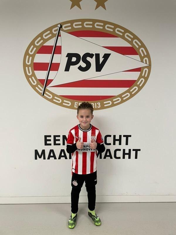 Helmondse Graziano Hazes (7) gaat bij PSV voetballen