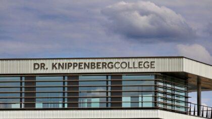 Sleuteloverdracht bij nieuw Knippenbergcollege op Campus de Braak