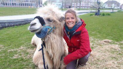 Tamar Valkenier wandelt met Einstein in Helmond