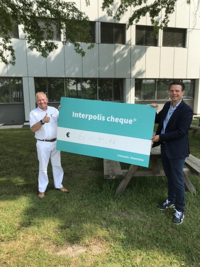 Rabobank reikt cheque uit aan Bedrijventerreinen Helmond