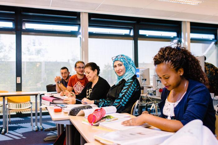Asielstatushouders gaan vanaf 2022 in Helmond inburgeren