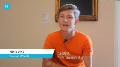 Niels Vink praat met de burgemeester over Paralympics