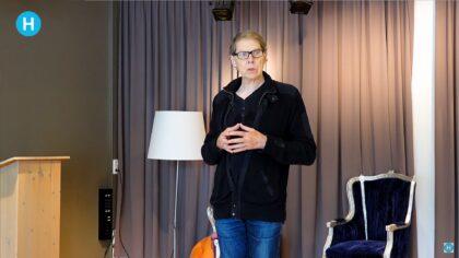 Wim Daniëls opent de gedichtenwandeling in Helmond