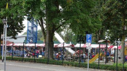 Sfeervolle Zomermarkt in speeltuin Leonardus