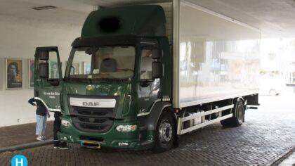 Vrachtwagen zit vast onder Kasteel Traverse